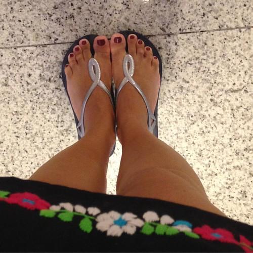 Trouxe minhas havaianas novas pra passear #havaianas #feet #me #addicted