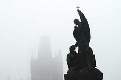 Karlsbrcke (www.altstadthotels.net) Tags: nebel prag altstadt morgen moldau morgenstimmung karlsbrcke