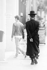 In the streets of Antwerp (Inti Runa) Tags: street blackwhite noiretblanc ngc hats antwerp rue antwerpen amberes anvers canoneos5dmarkii canonef135f2l