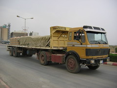 Saudi Trucks (engels_frank) Tags: man mercedes volvo camion saudi arabia trucks ng lastwagen lkw arabien rekka actros