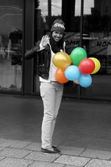 Kauf dir einen bunten Luftballon # 2 (JuliSonne) Tags: berlin girl strasse werbung bunt lcheln luftballon streetfotografie