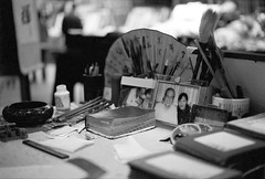 (JC.Murphy) Tags: china family portrait bw white black film shop zeiss ink work bench 50mm fan photo store desk kodak muslim trix helen xian painter bible quarter calligraphy ikon paintbrush shaanxi quran haiyi