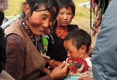 The beautyful Tibetan Nomads, Tibet 2013 (reurinkjan) Tags: prettywoman 2013 བོད་ལྗོངས། ©janreurink tibetanplateauབོད་མཐོ་སྒང་bötogang tibetབོད nomadicareaའབྲོག་པའི་ས tibetanchildrenབོད་ཕྲུགbötruk nomadསོག་ཡུལ་གྱི་འབྲོག་པsokyülgyindrokpa individualnoncollectivizednomadsཁེར་རྐྱང་འབྲོག་པkherkyangdrokpa womanསྐྱེས་དམན་kyemen བུད་མེདbümé beautifulwomanབུད་མེད་མཆོགbümemchok ladyfemalewomanམོmo མོ་སྐྱེསmokyé femalesམོ་རྣམསmonam khamཁམས།easterntibet nomadsའབྲོག་པ།brogpadrokpa lordofcattlenomadབ་ལང་དབང་ཕྱུག་balangdbangphyugbalangwangchuk ༢༠༡༣ khamཁམས་བོད khamsbodkhamwö pelyülདཔལ་ཡུལ།county བུད་མེད་མཆོར་མོbüméchormo