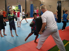 "zomerspelen 2013 karate clinic • <a style=""font-size:0.8em;"" href=""http://www.flickr.com/photos/125345099@N08/14403860991/"" target=""_blank"">View on Flickr</a>"