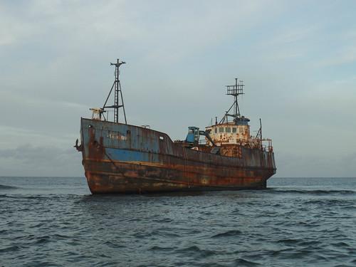 Barco encallado 1