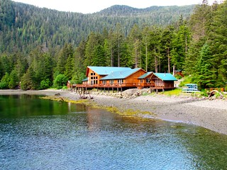 Alaska Salmon Fishing Lodge - Luxury 24