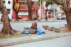 (Implosion VoidListica) Tags: colombia calle medellin analoga antioquia arbol azul telefono