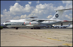 RA-76420 - Moscow Domodedovo (DME) 13.08.2001 (Jakob_DK) Tags: 2001 dme uudd domodedovo moscowdomodedovo domodedovointernationalairport lro alrosa alrosaavia alrosamirnyairenterprise ilyushin ilyushin76 ilyushin76td il76 il76td candid cargo