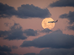 incoming [Explore April 10, 2017 #248] (Mariasme) Tags: fullmoon aeroplane clouds pink skyscape