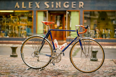 Alex Singer Cyclocamping (cbille) Tags: vélo paris levallois zeissbatis85mm18 wideopen sonya7m2 velosas