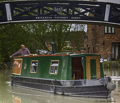 U Turn (IAN GARDNER PHOTOGRAPHY) Tags: canal inlandwaterway narrowboats waters warwickshire boats papillon coventry