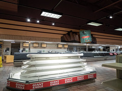The Famous Deli (Nicholas Eckhart) Tags: america us usa closing gianteagle supermarket grocery retail stores ohio oh columbus