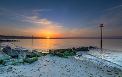 Avon Beach Sunrise (nicklucas2) Tags: seascape beach groyne pebble sand sea seaside solent sunrise sun avonbeach