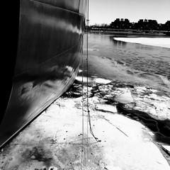 La pêche à la ligne, c'est pas facile... (woltarise) Tags: vieuxmontréal port bateau glace hiver stlaurent fleuve streetwise