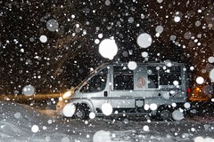 A Sestriere nella bufera di neve-6 ( YariGhidone ) Tags: rosso sestriere montagna neve snow powder globecar roadscout landscape bufera chisone val inverno winter cold ice