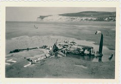 Wrak van een neergehaald Duits vliegtuig ergens aan de Noord-Franse kust, ca. mei-juni 1940 | The wreck of a German plane, somewhere on a beach somewhere in Northern France, c. May-June 1940 (Liberaal Archief) Tags: liberaalarchiefvzw war oorlog vliegtuig aircraft warplanes tweedewereldoorlog worldwarii