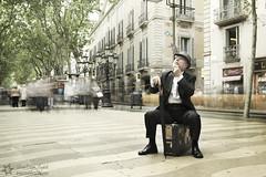 El viaje al futuro de Willy Fog  / The trip to the future of Willy Fog (David Ortega Baglietto) Tags: barcelona streets hat centro pipe expressions future ramblas futuro expresiones willyfog