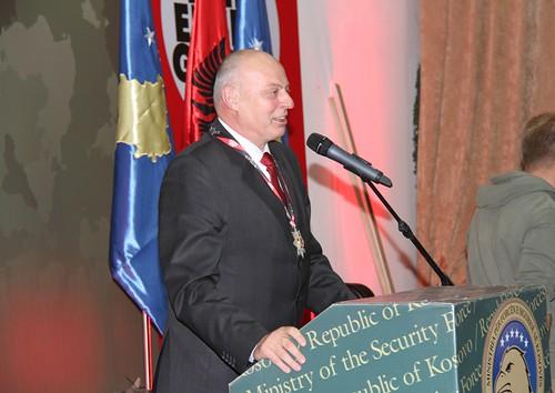 """Ministri Agim Çeku dekorohet me medaljen """"Ylli i Gjeneralit"""" nga Klik Ekspo Group e Republikës së Shqipërisë"""