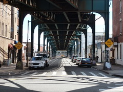 201404084 New York City Queens subway (taigatrommelchen) Tags: street nyc newyorkcity railroad urban usa ny newyork subway central perspective railway icon queens transit elevated mass 20140417
