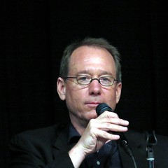 Joel Hodgson, creator of Mystery Science Theater 3000. I love that show and still watch it. (kennethkonica) Tags: people usa black male men face america canon glasses hands midwest indianapolis fingers indiana robots cons microphone conventions mic talking hoosiers tomservo popcon joelhodgson mysterytheater3000