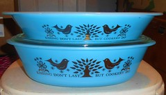 Glasbake Turquoise Gold (lapfann) Tags: kissing turquoise cookery glasbake