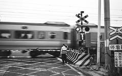 can't help but rushing away (andidrew) Tags: iso800 kodak tmax w taiwan iso professional 400 fujifilm taichung tmax400 800 klasse tmy klassew
