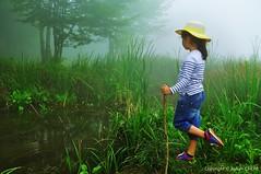 Waiting for Mysterious Lake Monster (NATIONAL SUGRAPHIC) Tags: keremali lakekeremali keremaligölü gölyayla keremaliyaylası keremaliplateou fog sis lakes göller hendek çamlıcavillage çamlıcaköyü sakarya adapazarı türkiye yenitürkiye newturkei turkei children çoçuklar kids naturephotography doğafotoğrafçılığı mothernature annedoğa stories hikayeler masallar fairytales