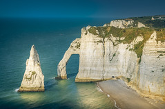 White cliffs (Sizun Eye) Tags: etretat cliffs falaises white blanc sunlight late afternoon aprèsmidi reflets reflections mer sea beach plage coast rivage normandie normandy france europe europedelouest westerneurope sizuneye nikon tamron d90 nikond90 1750mm tamron1750mm gettyimages