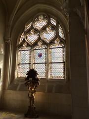 ......y la luz invade la estancia a través de los antiguos cristales... (AGirau ...) Tags: agirauflickr flickr agirau musée museo cristalesemplomados cristales ángel vidrieras