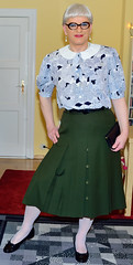 Ingrid023982 (ingrid_bach61) Tags: pleatedskirt faltenrock buttons knöpfe blouse bluse peterpancollar bubikragen mature