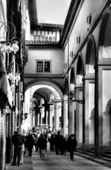 Florence (Roberto Rubiliani) Tags: architecture analogic canon florence tuscany bw biancoenero bianconero blackandwhite rubiliani robertorubiliani street people 33mm