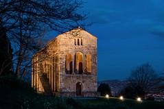 Sta. María del Naranco, Fachada Oeste (ccc.39) Tags: asturias oviedo naranco santamaríadelnaranco prerrománico arte arquitectura asturiano ramirense six noche nocturna sillares arcos contrafuertes