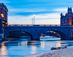 Bridge to Helgeandsholmen at night (Daniel BJ Bengtsson) Tags: 1when 2where 3subject bridge citypostaladress country county night stockholm sweden timeofday