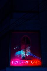 Honey Mi Honey (Luis Montemayor) Tags: japan japon tokyo honeymihoney window ventana shibuya pink rosa night noche