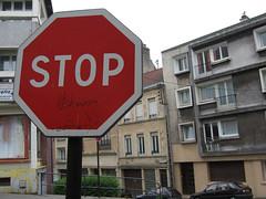 2006-07-07-0011.jpg (Fotorob) Tags: pasdecalais straatmeubilair voorwerpenoppleinened informatiepaneel verkeersbord uitingen frankrijk nordpasdecalais town urbandecay france boulognesurmer