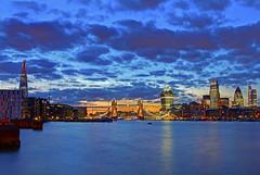 Ammirando Londra / Admiring London (Tower Bridge, London, England) (AndreaPucci) Tags: sunset london night towerbridge cloudy bermondsey londra cityoflondon canonefs1022mmf3545usm canoneos60 andreapucci