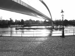 Hoeg Brogk . . . . (willem_huwae) Tags: water canon maastricht brug maas wandel fiets weerspiegeling lantaarn schip zww kinderkoppen img0012 hoeg brogk willemhuwae