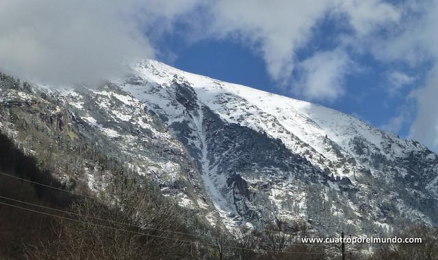 Esta noche ha caido bastante nieve en las cumbres cercanas