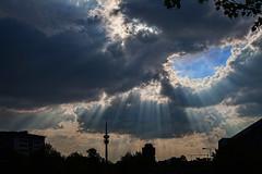 30.April (epemsl) Tags: himmel wolken funkturm strahlen münche