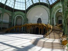 Escalier du Grand Palais (2) (Mhln) Tags: paris ange energie grand musee emilia sombre palais blanche chapelle vide manas cite ilya coupole etrange 2014 portails monumenta cosmique kabarov