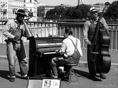 Musica Parigina (www.massimonicoli.com) Tags: street france photography flickr explore