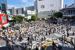 Shibuja crossing (simplysax) Tags: japan mos tokyo shrine crossing sony shibuya asakusa scramble pedestriancrossing anke asakusatempel a6000 fusgngerberweg simplysax mssner ankemoessner ankemssner moessner sel1650 mai2014 kreuzungtokyo