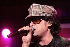 2008-03-16 - Andres Calamaro - Club Independiente - foto de Oscar Livera