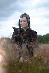 Elfish home (Ben Gun) Tags: people tree lady female person 50mm costume f14 hamburg elfe elf fantasy armor weapon gras nikkor tolkien larp elv waffe bober elb gewand elve bobergerdne gewandung nikond3000 liveationroleplaygame
