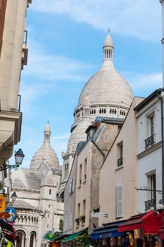 Le Sacré-Coeur depuis une ruelle de Montmartre