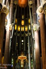 Sagrada Família (faneitzke) Tags: portfolio canont5eos1200d canont5 canon trip traveling travelling travel traveller traveler spain espanha españa catalunha catalonia catalunya cataluña espagne barcelona barcelone arquitetura architecture arquitectura sagradafamília gaudí religião religion church igreja light luz contrast contraste