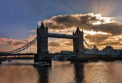 London Tower Bridge... (12/03/2017) (protsalke) Tags: london city urban sky clouds towerbridge colors tamesis river sun rays londres cielo nubes colores nikon nikkor1635f4vr light luz exposure colorful