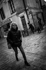 Portrait de rue#18 (Olivier DESMET) Tags: candid lesgens noirblanc street monochrome olivierdesmet nb blackandwhite bw streetphoto photosderue portraitderue ricohgr ricoh gr 28mm