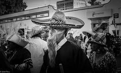 hombre sombrero mascara (guilletho) Tags: blackandwhite bw blackwhite blancoynegro noiretblanc mask mascaras hat monochrome traditions people mexico monocromatico canon gente puebla