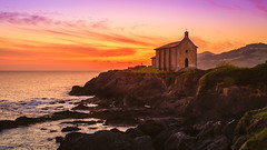 Civil twilight in Mundaka (Koldobika Arriaga) Tags: amanecer baskeland basquecountry church egunsentia eliza euskadi euskalherria iglesia itsasoa mar mundaka sun sunrise vasco cielo landscape paisaje paisajea sea seascape sky ura water cloudsstormssunsetssunrises